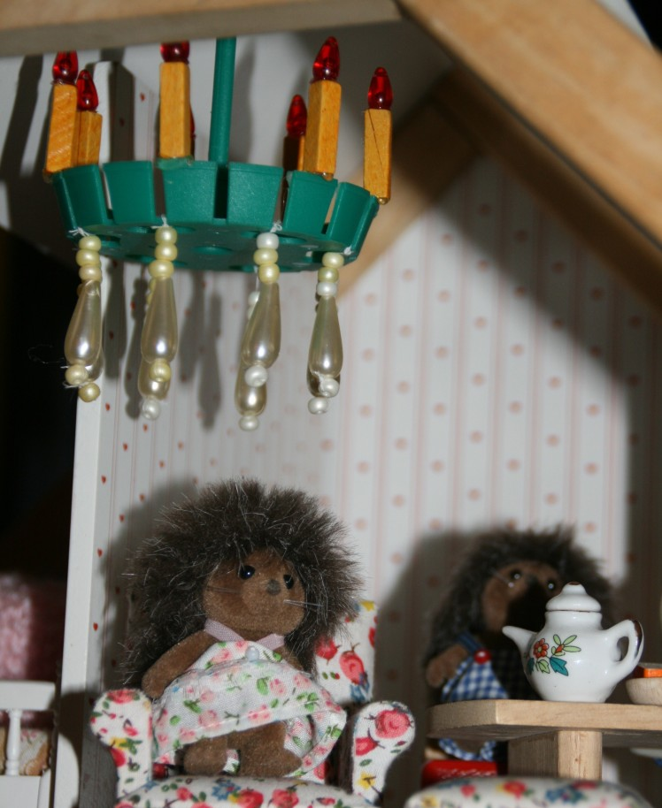 lysekrone i dukkehus